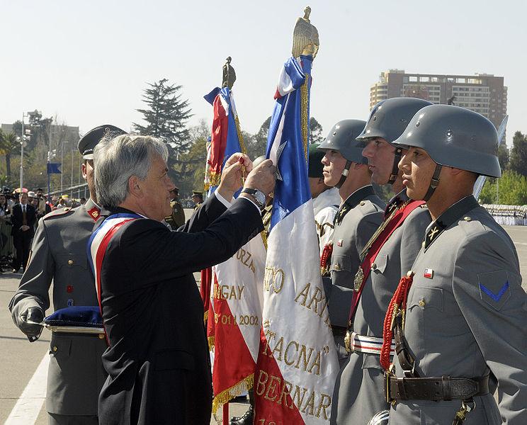 744px-Gran_Parada_Militar_del_Bicentenario_5013199592